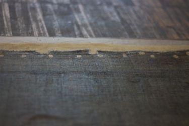 incrustation de toile dans les anciens trous de semences et sur les bords restauration tableaux atelier osanne